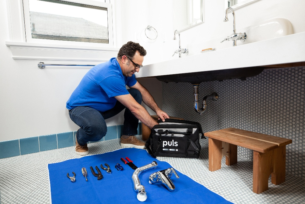 Puls technician fixing bathroom sink